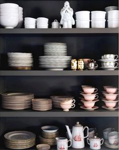 divine order Open shelves make even the smallest of kitchens feel open and airy! Kitchen ideas with open shelving Interior design inspiration Kitchen Shelves, Kitchen Dining, Kitchen Decor, Open Kitchen, Kitchen Storage, Open Pantry, Dining Ware, Kitchen Goods, Kitchen Cabinets