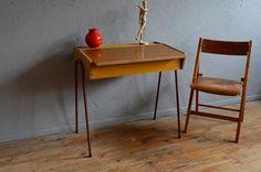 Ensemble bureau vintage enfant pieds métal par Latelierbellelurette