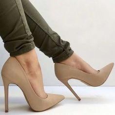 Nude pumps Steve Madden nude heels/pumps. Perfect condition. Steve Madden Shoes Heels