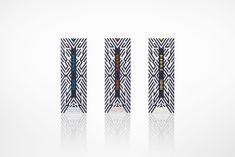 KENZO PARFUMS/TOTEM(2015年) #OkiSato 若い世代を対象として展開するフレグランスのボトルとロゴのデザイン。ボトルには中身の見えない黒いガラスを使用し、複数の形状が積み重なったようなフォルムによって伝統的なトーテムポールのような印象が生まれるとともに、ボトルとキャップの境目がわかりにくい、ソリッドなデザインに。大胆にプリントされたロゴは四角、丸、三角といった単純形態のみで構成することで、記号性の強い、プリミティブで無国籍なイメージ。