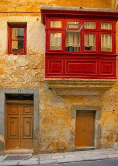 red balcony, valletta, malta...