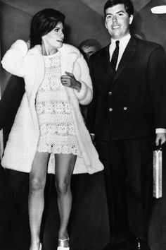 For her second marriage (she was married to James Welch from 1959 to 1964), Raquel Welch wore a sexy crochet dress for her February 1967 Paris wedding to Hollywood producer Patrick Curtis. She teamed her dress with a three-quarter length white fur coat.