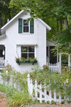 The Doll House, a lovingly-restored small farmhouse from It has 2 bedrooms in roughly 650 sq ft. This is adorable! Small Cottages, Cabins And Cottages, Cute Cottage, Cottage Style, Cottage Living, Cottage Homes, White Farmhouse, Cottage Farmhouse, Small House Design