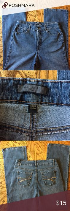 Nine West Blue Jeans Sz 12/30 Nine West Blue Jeans Sz 12/30 in great condition no signs of wear Bootcut Style Med wash super comfy! Make me an offer! Nine West Jeans Boot Cut