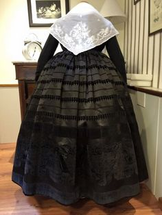 Folk Costume, Costumes, Floral, Skirts, Regional, Type 3, Free Printables, Barcelona, Dresses