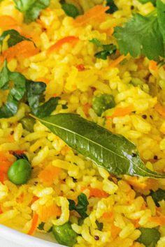 Capsicum and lemon rice Indian Veg Recipes, Vegetarian Recipes Videos, Halal Recipes, Vegetarian Snacks, Cooking Recipes, Indian Snacks, Rice Recipes, Cooking Tips, Rice
