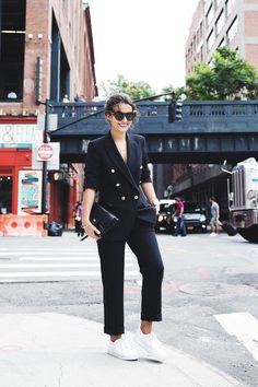 30 ideas fashion street outfit collage vintage for 2019 Street Style Chic, Sneakers Street Style, Looks Street Style, Looks Style, My Style, Suits And Sneakers, Sneakers Fashion Outfits, White Sneakers, Suits For Women