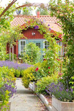 Schweden Teil 2 - Garden Shed Swedish Cottage, Red Cottage, Swedish House, Garden Cottage, Home And Garden, Modern Garden Design, Contemporary Garden, Le Hangar, Australian Native Garden