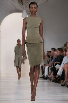 A look from the Ralph Lauren Spring 2015 RTW collection. (Photo: Nowfashion)