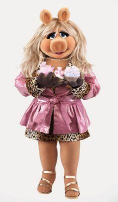 Pretty Miss Piggy in Pink! Miss Piggy Muppets, Kermit And Miss Piggy, Kermit The Frog, Kermit Face, Jim Henson, Quick Meme, Fraggle Rock, The Muppet Show, Muppet Babies