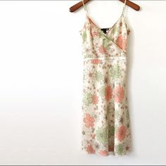❗️CLEARANCE❗️Host PickFloral midi dress Beautiful spring/summer midi dress from H&M. Gently worn a few times in excellent condition. Size 4. Side zipper enclosure. Fully line. ❤️10% bundle discount. Free beauty gift with $25 purchase. Free shipping with $75 purchase. ❤️ H&M Dresses Midi