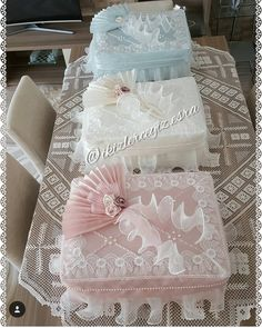 Trousseau Packing, Sewing Stuffed Animals, Pretty Wallpapers, Filet Crochet, Gift Packaging, Flower Decorations, Gift Baskets, Wallpaper Backgrounds, Paper Art