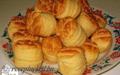 Érdekel a receptje? Kattints a képre! Bread Dough Recipe, Hungarian Recipes, Hungarian Food, Biscuits, Garlic, Muffin, Menu, Cheese, Vegetables