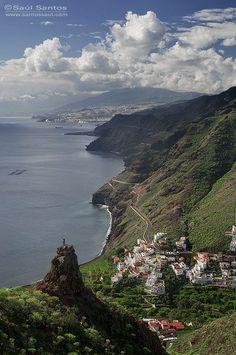 Panoramica desde lo alto de Igueste de San Andres con Santa Cruz de Tenerife al fondo, Isla de Tenerife. Canary Islands