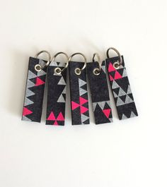 Wool Felt Triangle Key Fob : Heather Charcoal Ground - White/Neon Pink Print