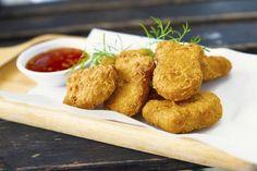 Nuggetsy z kurczaka + 3 SOSY - proste przepisy Homemade Chicken Nuggets, Chicken Nugget Recipes, Carne Asada, Edamame, Taco Wraps, Halal Recipes, Meat Chickens, Cake Flour, Ketchup