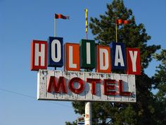 Holiday Motel - a decent, inexpensive motel in Bend, Oregon