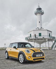 Nouvelle Mini : Cooper, Cooper S et Cooper D. Yellow Mini Cooper, Mini Coper, Automobile, Lux Cars, Morris Minor, Bmw, City Car, Smart Car, Mini S