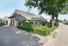 Op de grens tussen het Maaskantje, Den Dungen en Sint-Michielsgestel gelegen prachtig gerenoveerde helft van een karakteristieke langgevel boerderij uit 1838 met een groot en multifunctioneel bijgebouw (ca. 600m³). Een boerderij van het zogenaamde 'K