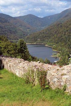 Le lac de Kruth vu depuis les ruines du Château de Wildenstein.