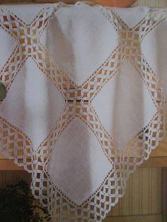 Crochet Bande - Como tejer un poncho a Crochet paso a paso TUTORIAL Filet Crochet, Crochet Motifs, Crochet Borders, Freeform Crochet, Crochet Doilies, Crochet Patterns, Crochet Bedspread, Crochet Fabric, Crochet Quilt
