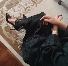 Images and videos of abaya Arab Fashion, Islamic Fashion, Muslim Fashion, Modest Fashion, Fashion Outfits, Fashion Women, Fashion Clothes, Style Fashion, Fashion Ideas