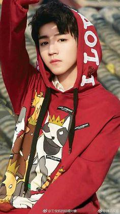 He looks so good in red hoodie ❤😍 Korean Boys Ulzzang, Cute Korean Boys, Ulzzang Boy, Korean Men, Asian Boys, Asian Men, Cute Boys, Jackson Yi, Chinese Boy