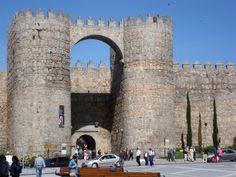 Ávila.  Puerta del Alcázar.