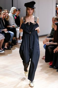 Yohji Yamamoto Spring/Summer 2015 Ready-To-Wear Paris Fashion Week Fashion Week, Runway Fashion, High Fashion, Fashion Show, Womens Fashion, Paris Fashion, Fashion Spring, Fashion Fashion, Yohji Yamamoto