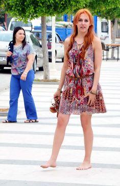 Actress Meryem Uzerli (Hurrem Sultan) walked barefoot through the streets of Bodrum city - Hürrem Sultan'ın çıplak ayaklı Bodrum keşfi - Hürrem Sultan'ın çıplak ayaklı Bodrum keşfi  Hayat - 18.05.2013    'MUHTEŞEM Yüzyıl' dizisinde Hürrem Sultan rolü ile ünlenen Meryem Uzerli, Bodrum tatilinde sevgilisi Can Ateş ile tekne turuna çıktı, Bodrum sokaklarında çıplak ayakla dolaştı.