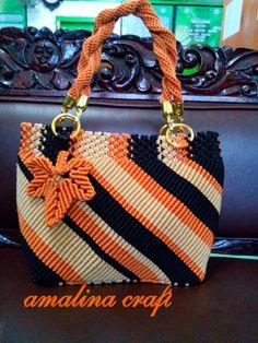 Macrame Design, Macrame Art, Macrame Projects, Macrame Jewelry Tutorial, Macrame Purse, Diy Crochet Bag, Handmade Purses, Crochet Handbags, Beaded Bags