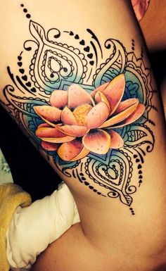 Lotus Flower Tattoo: The most popular floral tattoo has many meanings - Tattoos , Lotus Flower Tattoo Meaning, Flower Tattoo Meanings, Dragonfly Tattoo, Flower Tattoo Designs, Inspiration Tattoos, Neue Tattoos, Body Art Tattoos, Trendy Tattoos, Black Tattoos