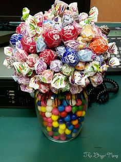 The Ginger Mama: Candy Bouquet Tutorial Lollipop Bouquet, Candy Bouquet Diy, Gift Bouquet, Paper Bouquet, Candy Arrangements, Candy Centerpieces, Wedding Centerpieces, Quinceanera Centerpieces, Shower Centerpieces