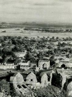 Old Collection: Golconda Fort - 1928 . by Old City 😂 Rare Pictures, Historical Pictures, Old Photos, Vintage Photos, Unseen Images, History Of India, Vintage India, Old City, History Facts