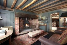 Most up-to-date Pics english Farmhouse Fireplace Suggestions After deciding you'd like to own a ranch or farm, saving the mandatory funds, finding the perfect Pub Interior, Country House Interior, Farmhouse Interior, Cottage Living Rooms, Cottage Interiors, Home Living Room, English Farmhouse, English Country Cottages, Farmhouse Style