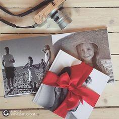 Minner under treet❤️ FotoBok er en unik gave, som bare blir bedre og bedre for hvert år. @vanessarudjord har skrevet om årets mest perfekte personlige julegavetips på bloggen sin. I tillegg til å gi masse god fotobok-inspirasjon, deler hun også ut gavekort til en verdi av 500,- #fotoknudsen #repost @vanessarudjord #fotobok #fotobokinspirasjon @fotobokinspirasjon #minfotobok #minner #bilder