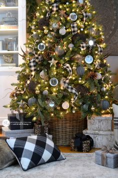 Black and White Plaid Christmas Tree - #michaelsmakers - ideas for a friend