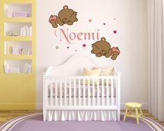 Buenos días amigos queremos presentaros nuestra nueva colección de vinilos a todo color. Os presentamos un precioso diseño para decorar la habitación de nuestro bebé y además podrás personalizar sus nombres. ¡Esperamos que os guste! Descubre nuestra colección.