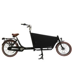 Troy bakfiets Easy Cargo zwart  Description: De Troy Easy Cargo is zeer luxe moderne 2 wieler bakfiets met stalen frame. Met Shimano Nexus 3 versnelling fiets je heerlijk licht en de 3 versnellingen laten zich eenvoudig verstellen door de draaischakelaar in het handvat. Het comfort is uitstekend door het comfortabele zadel en in hoogte verstelbare zadelpen. De LED verlichting voor en achter zorgen dat je in het donker dat je goed zichtbaar bent. De dubbelwandig aluminium velgen hebben bruine…