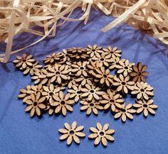 dekorační Kytičky 50 ks ozdobných kvítků z 2mm dubové překližky, průměr 15 mm.