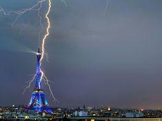 foudre éclairs orage sur les monuments célèbres, Tour Eiffel