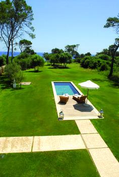 Hotel Can Simoneta | Boutique Hotel | Spain | http://lifestylehotels.net/en/can-simoneta | outside, garden, pool, sun, relaxing