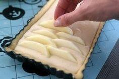 Appeltaart met mascaropone in 2019 Dutch Recipes, Apple Recipes, Baking Recipes, Sweet Recipes, Cake Recipes, Köstliche Desserts, Delicious Desserts, Yummy Food, Cake Cookies