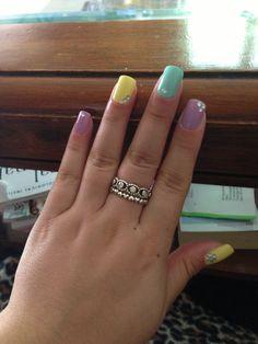 Pastel, rhinestones, nail art