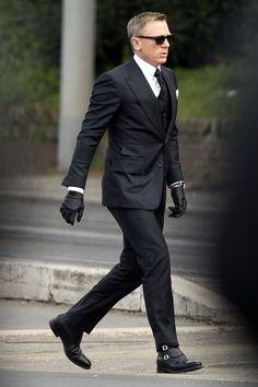 ブラックスーツ,黒スーツ,着こなし,007ボンド,