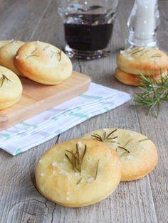 Impariamo a sfruttare gli esuberi di lievito madre e prepariamo le Focaccine di… Kamut, Pasta, Kefir, My Recipes, Camembert Cheese, Dairy, Food, Fantasy, Noodles