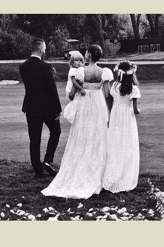 Bianca Balti hat ihrem Verlobten Matthew McRae das Ja-Wort gegeben. Das italienische Model, das als Dolce & Gabbana-Muse und Victoria's-Secret-Engel bekannt ist, heiratete in einem Brautkleid von (natürlich) Dolce & Gabbana, maßgefertigt von Stefano Gabbana höchstpersönlich. #weddingdress #wedding #bride #brautkleid #fashion #glamour #glamourgermany