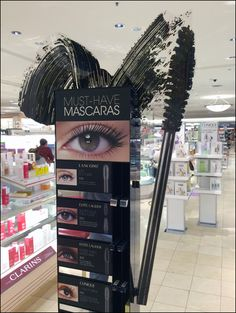 Must-Have Mascara Silhouette in Point-of-Purchase