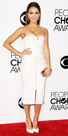 Jessica Alba in Jason Wu with a Rodo clutch, Casadei pumps and jewelry by Eva Fehren, Jennifer Meyer and Dionea Orcin.