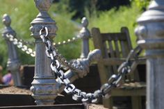 2015-10-01: in chains